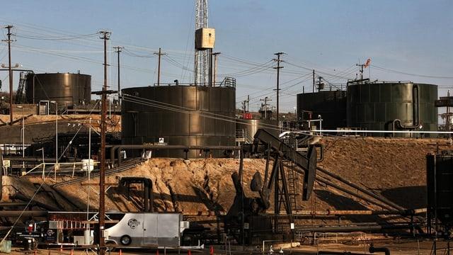«Fracking»-Anlage in Kalifornien zur Gwinnung von fosslilen Energien aus grossen Tiefen.