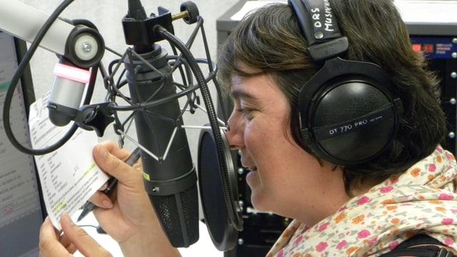 SRF Musikwelle-Moderatorin Pia Kaeser im Studio von SRF Musikwelle während der Sendung «Wünsch dir was».