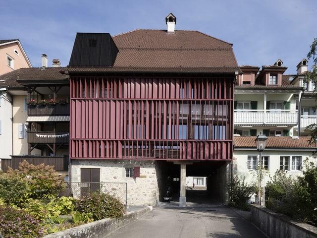 Ein altes Haus mit moderner Fassade
