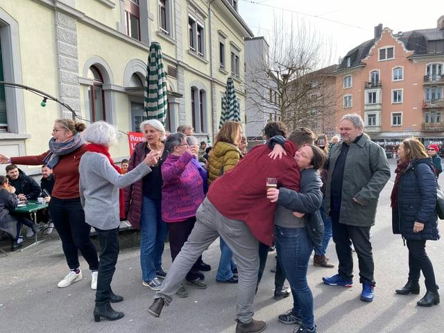 Menschen am Feiern