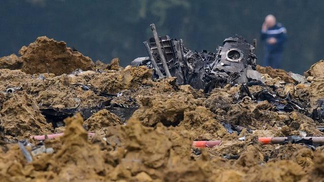 Trümmer der abgestürzten Maschine