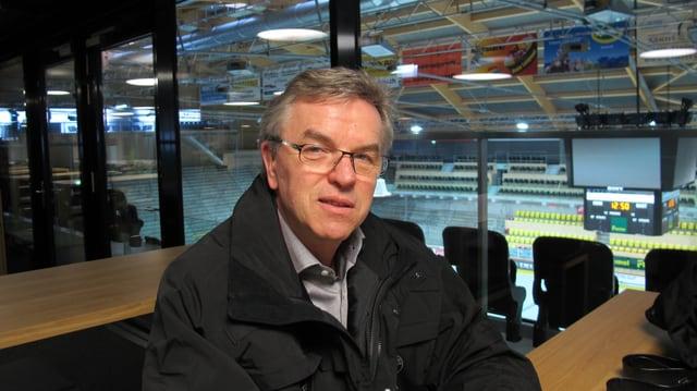 Verwaltungsratspräsident Peter Jakob in der Jakob-Galerie des erneuerten Ilfisstadions der SCL Tigers in Langnau.