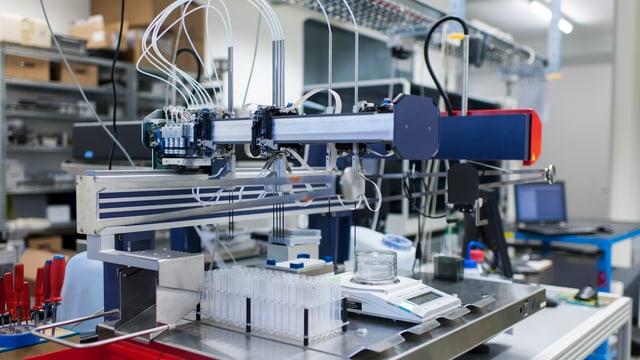 Ein Labor-Roboter für Flüssigkeiten.