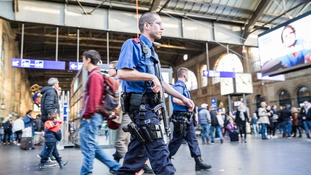 Kantonspolizei Zürich am HB Zürich