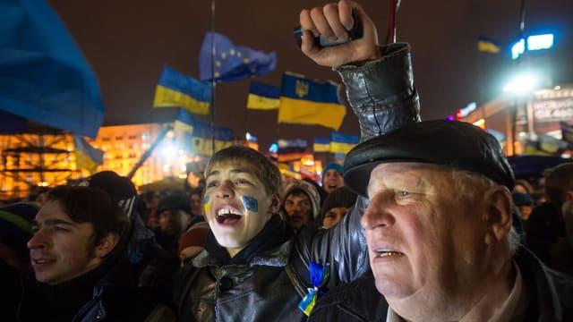 Demonstranten in Kiew protestieren gegen Janukowitsch und für Europa.