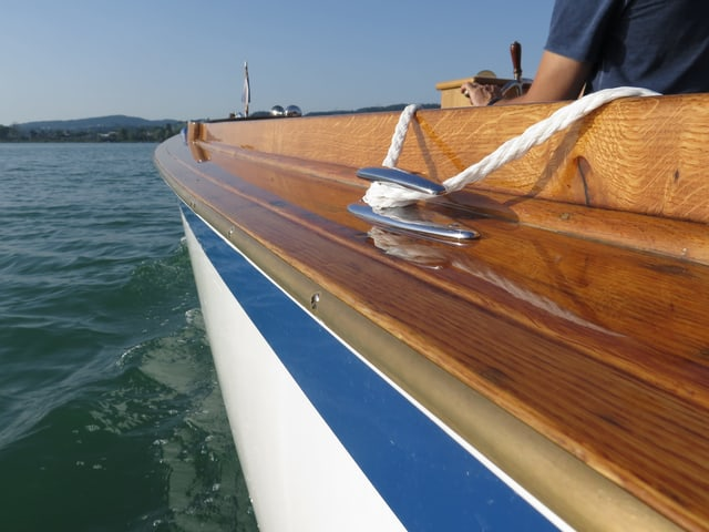 Bootswand und Wasser