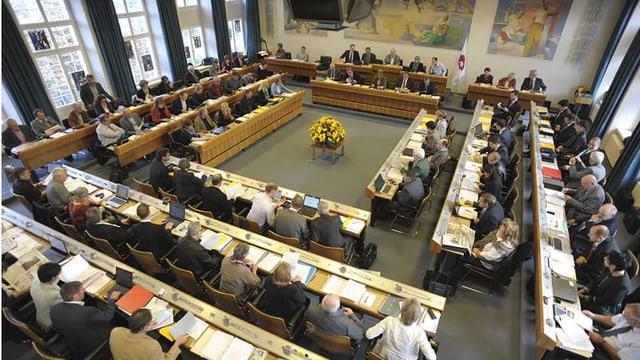 Blick in den vollen Landratssaal