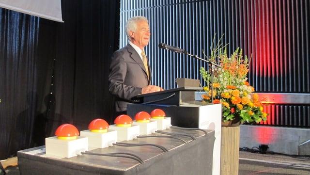 Bau- und Justizdirektor Walter Straumann hält eine der Reden bei der Eröffnung der ERO-Umfahrung in Olten.