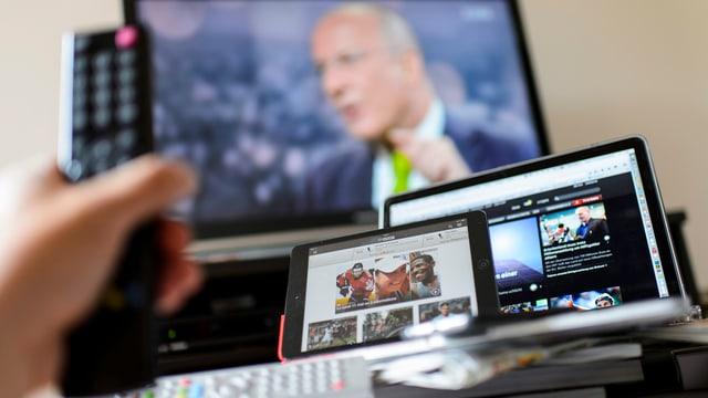 ina televisiun, in laptop ed in IPad
