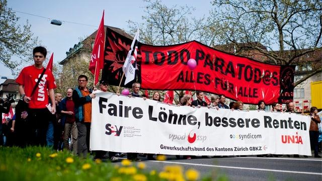 Tausende Menschen demonstrieren am «Tag der Arbeit»