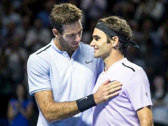 Juan Martin Del Potro beglückwünscht Roger Federer
