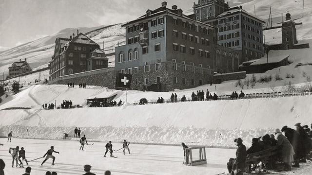Gieu da hockey davant il Lyceum Alpinun a Zuoz l'onn 1926.