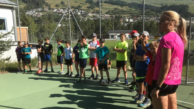 Champ da trenament da hockey a Scuol