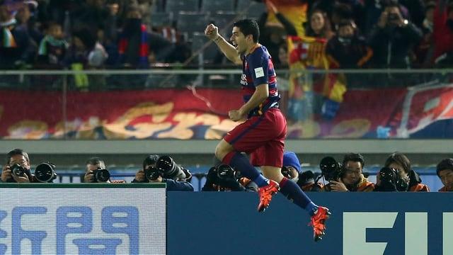 Suarez bejubelt sein Tor zum 3:0.