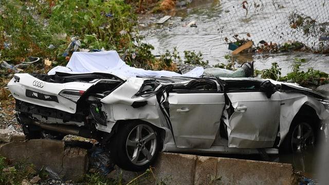 Zusammengedrücktes Auto.