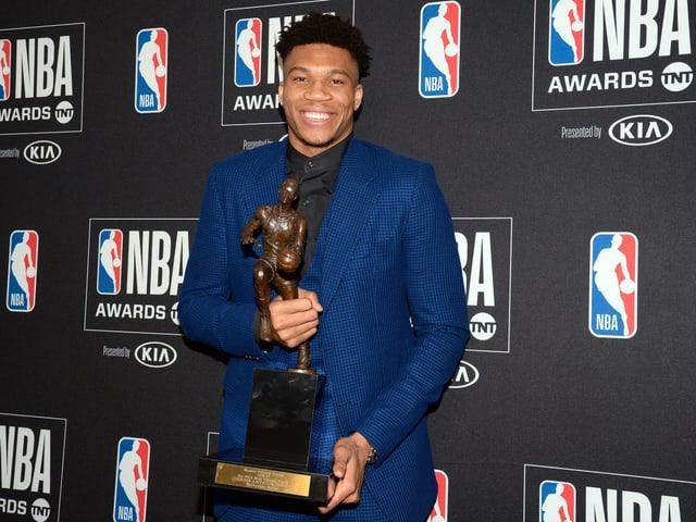 Giannis Antetokounmpo bei den NBA Awards.