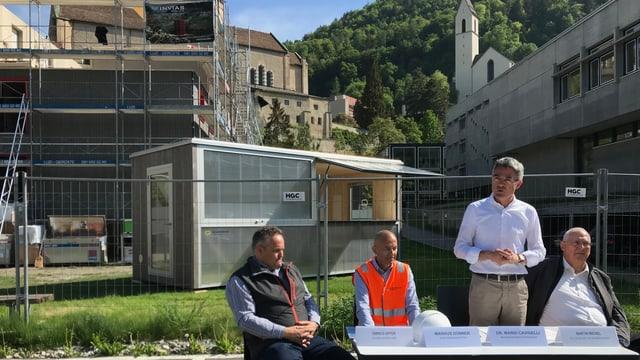 Da sanester: Enrico Uffer, Markus Dünner, Mario Cavigelli e Martin Michel, avant il plazzal dal provisori dal convict.