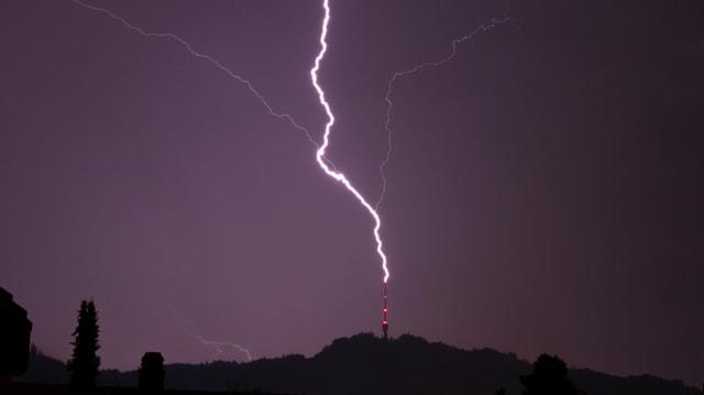 Am 16. August schlug am Abend der Blitz in den Sendeturm des Bantigers
