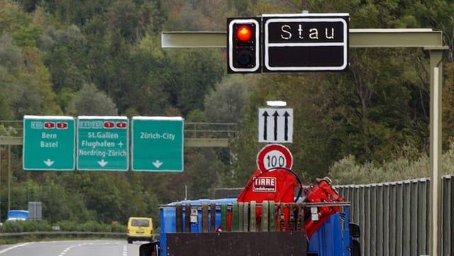 Stau-Alarm beim Gubristtunnel. Eine weitere Tunnelröhre könnte womöglich Abhilfe schaffen.