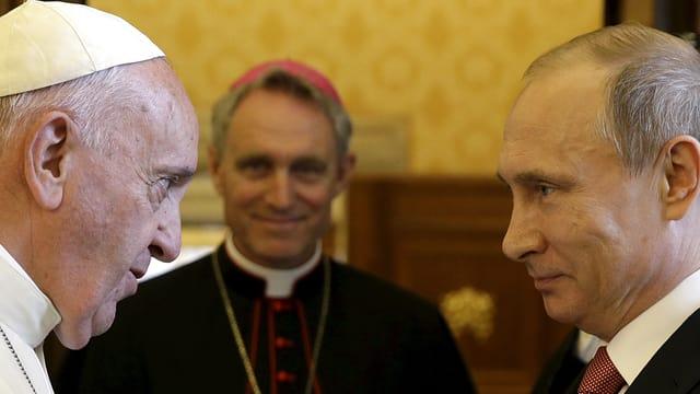 Papst Franziskus zusammen mit Wladimir Putin.