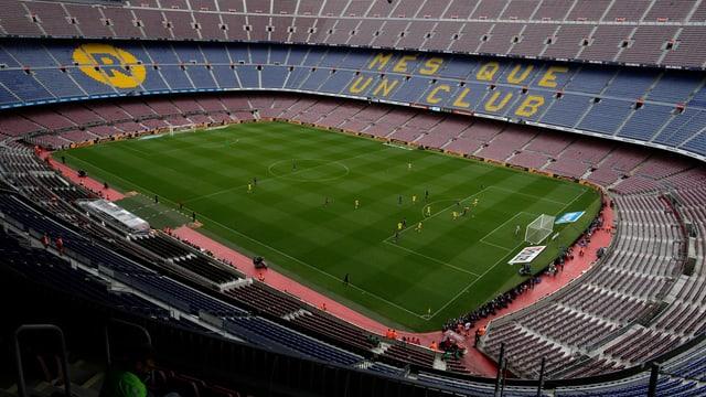 Camp Nou - il stadion dal club da ballape da Barcelona cun 99'354 plazs per aspectaturas ed aspectaturs.