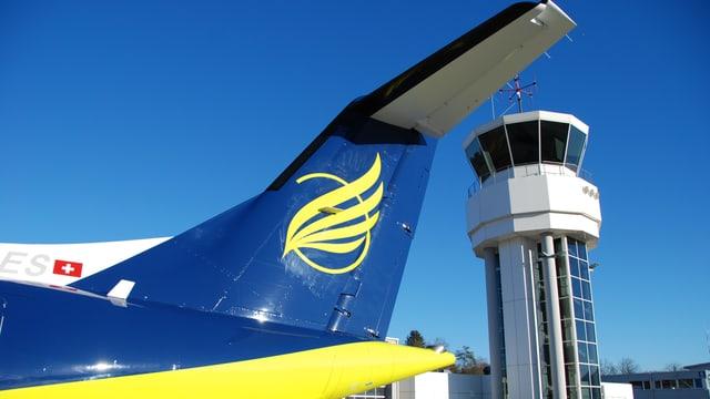 Flugzeug vor dem Tower in Bel.