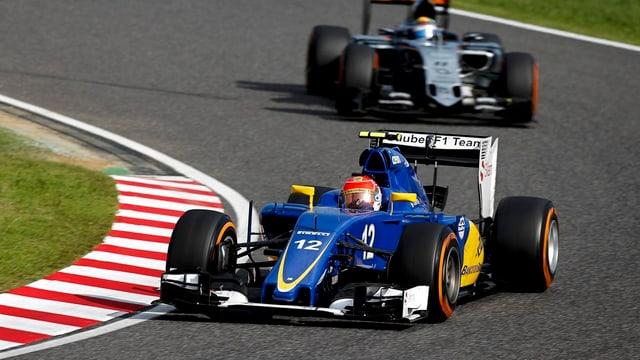Felipe Nasr da l'equipa da Sauber avant Sergio Perez da l'equipa da Force India.