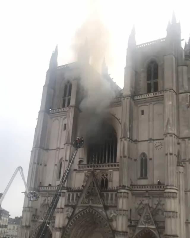 Purtret da la catedrala che arda.