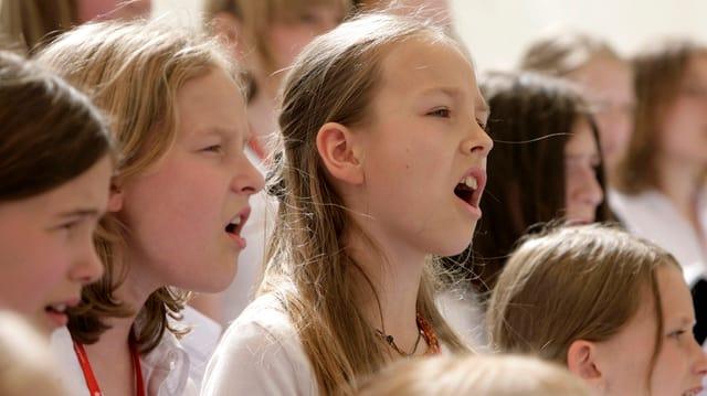 Singende Kinder.