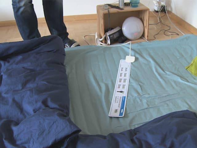 Messband auf grünem Bettlaken