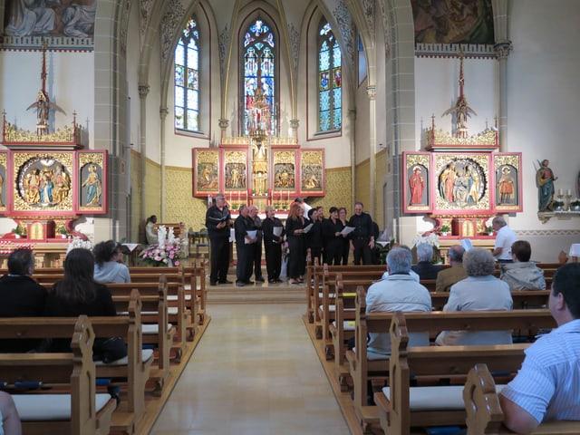 Blick in die kathlische Kirche Spreitenbach mit dem Chor im Hintergrund.