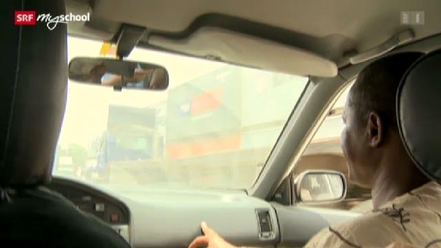 Mister Bah in einem Auto.