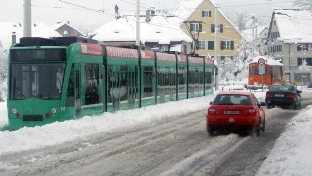 6er Tram in Riehen bei Schnee.