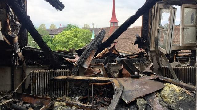 Ein komplett zerstörtes Zimmer des Hotels.