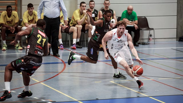 Sportlich erfolgreich unterwegs: Michael Pluess von Swiss Central Basket (in weiss).