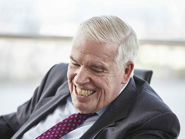 Klaus-Michael Kühne lacht