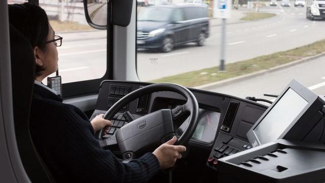 Dunna che masina in bus.