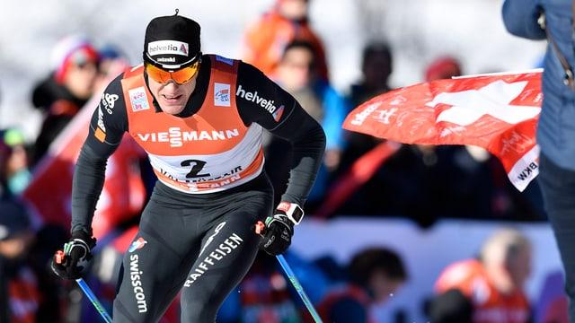 Dario Cologna läuft im Skating-Stil.