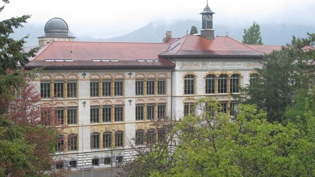 Alte Kantonsschule Aarau von aussen betrachtet.