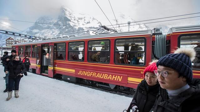 La staziun Kleine Scheidegg da la Jungfraubahn.