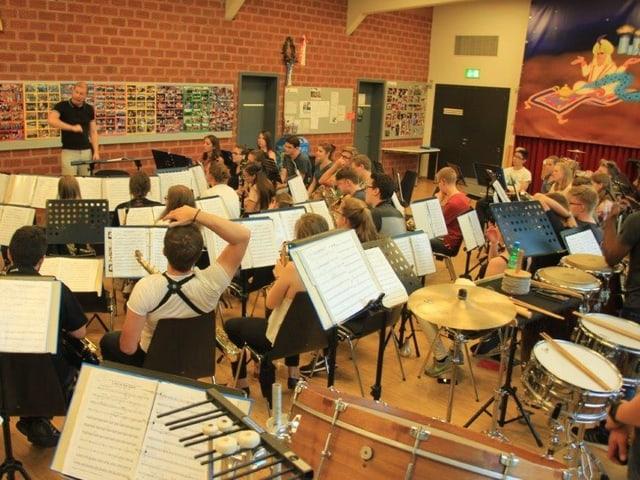 Die Stadtjugendmusik Zürich probt im Musikzentrum Albisgüetli.