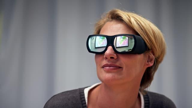 Portraitfoto der Pharmaforscherin Tanja Schulz-Gasch, die eine grosse Brille trägt.