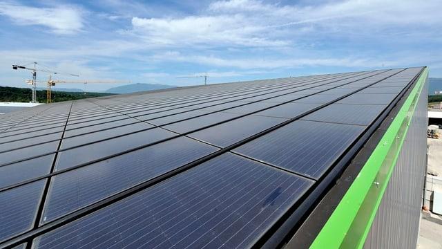 Kanton Basel-Stadt baut Photovoltaikanlagen auf seinen eigenen Liegenschaften.