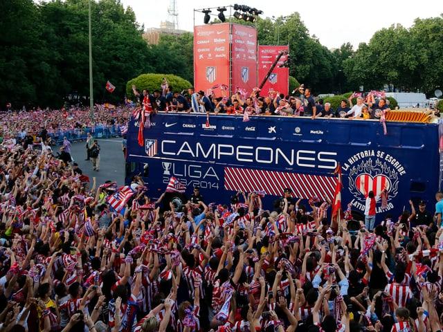 Atletico lässt sich nach dem 10. Meistertitel feiern.