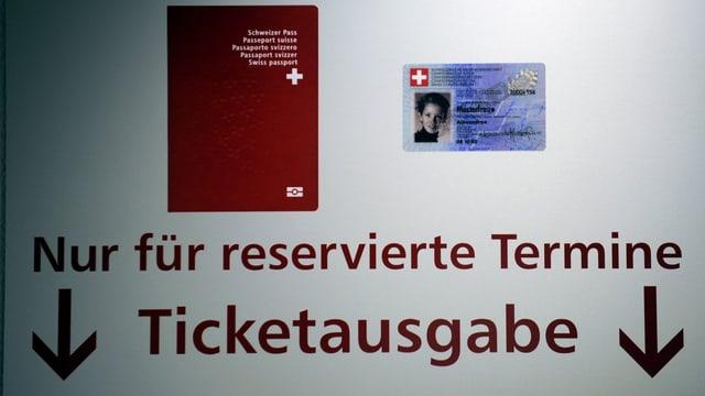 Hinweistafel beim Passbüro Zürich.