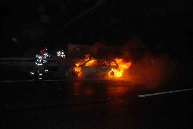 Brennendes Auto.