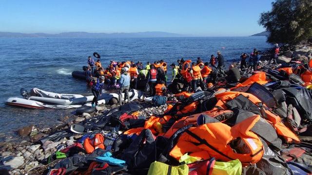 Sin las inslas grecas arrivan mintgadi da quai da 5'000 fugitivs.