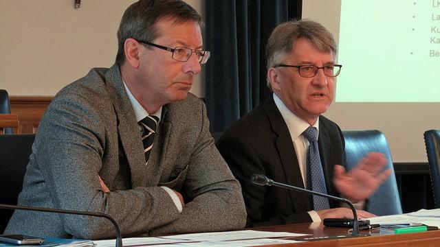 Der Urner Landamman Josef Dittli (links) und Baudirektor Markus Züst an der Medienkonferenz.