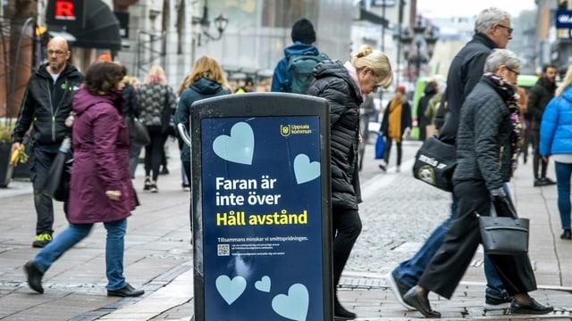 Menschen auf der Gasse ohne Maske in Schweden