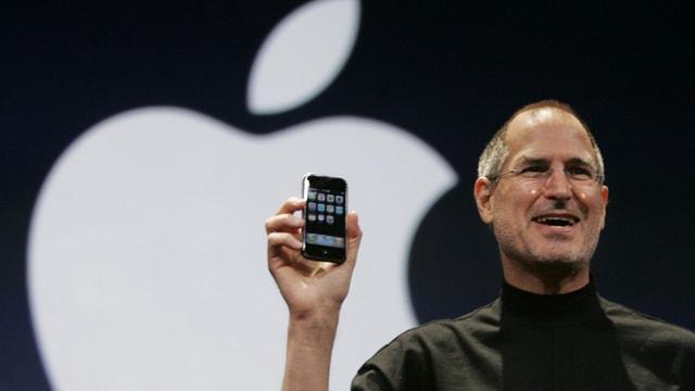 Steve Jobs präsentiert das iphone
